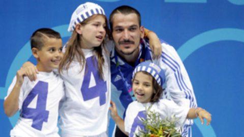 Η πρωτότοκη κόρη του Πύρρου Δήμα αποφοίτησε από το πανεπιστήμιο (εικόνες)