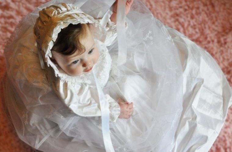 Τι συμβολίζουν τα λευκά ρούχα στην βάπτιση
