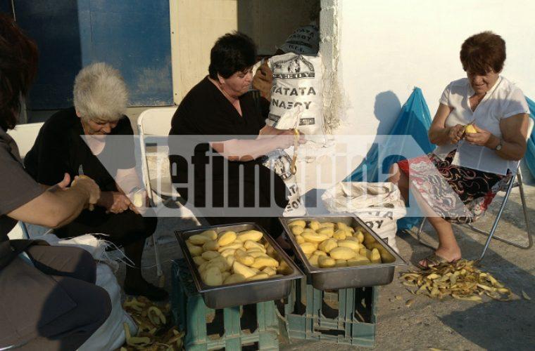 Η Νάξος μπήκε στο Γκίνες! Τηγάνισαν 554 κιλά πατάτες (εικόνες)