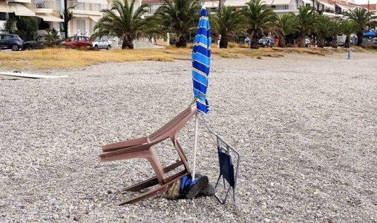 Ελληνική πατέντα: «Καβατζώνουν» θέση στην παραλία με… αλυσίδες!
