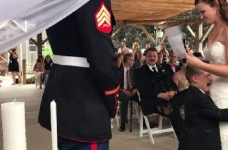 4χρονος πλαντάζει στο κλάμα στο γάμο του μπαμπά του! ( vid)