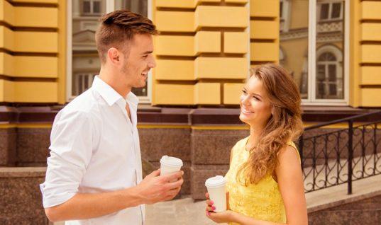 Πού θα σε κοιτάξει ένας άντρας όταν σε θέλει για σύντροφο και που όταν σε βλέπει φιλικά