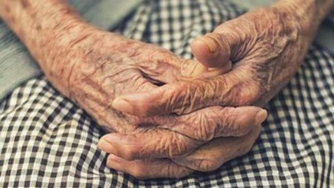 Ηράκλειο: Κακοποιούσε ηλικιωμένη με Αλτσχάιμερ -Την «έπιασαν» οι κάμερες