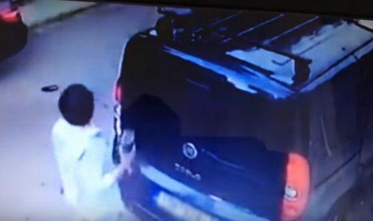Βουλιαγμένη: «Επώνυμος» νεαρός κατέστρεψε με ρόπαλο το βανάκι που εμπόδιζε το SUV του!