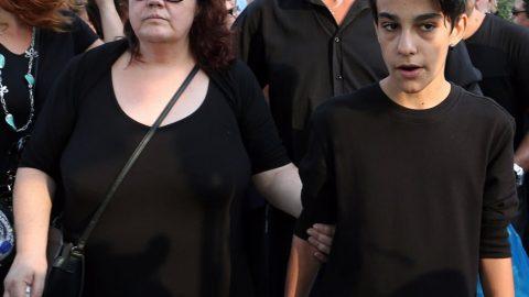 Ζωή Λάσκαρη: Συγκινεί ο γιος του Μπάρκουλη- «Αντίο στη γυναίκα που με μεγάλωσε»
