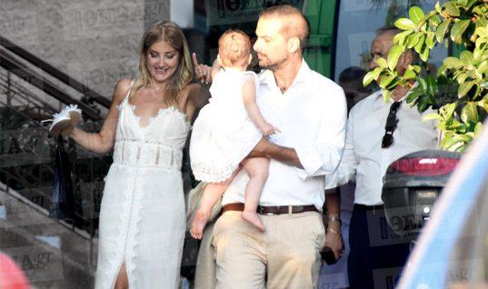 Γαβριήλ Σακελλαρίδης και Ράνια Τζίμα βάφτισαν την κόρη τους (εικόνες)