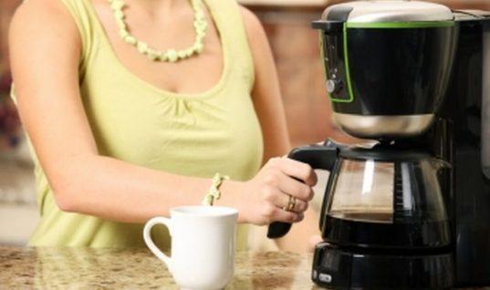 Ο πιο εύκολος τρόπος για να απομακρύνεις τα άλατα και τα μικρόβια από την καφετιέρα!