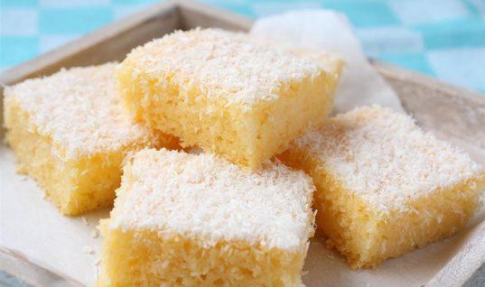 To παραδεισένιο κέικ με σιμιγδάλι και ινδοκάρυδο είναι ελαφρύ σαν πούπουλο