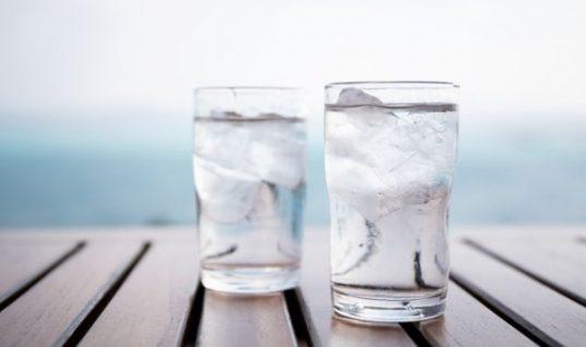 Πώς βοηθάει στη δίαιτα το παγωμένο νερό