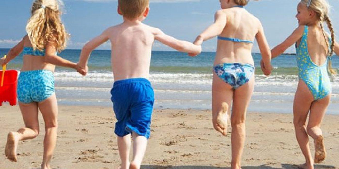 «Προς όλους όσοι δε γουστάρετε τα παιδιά στις παραλίες και στα ξενοδοχεία»