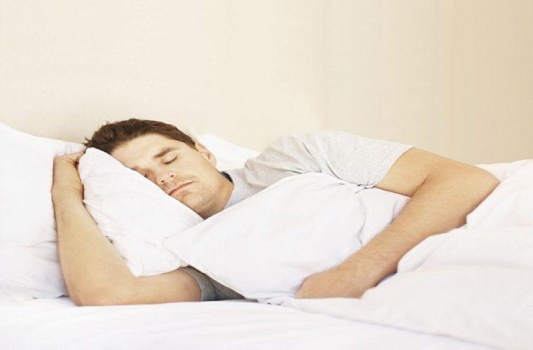 Έμφραγμα -εγκεφαλικό: Υπερδιπλασιάζει το κίνδυνο ο τρόπος που κοιμάστε- Τι να προσέχετε