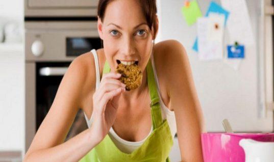 Αυτή είναι η ώρα που δεν πρέπει να φας αν θες να χάσεις βάρος (και δεν εννοούμε το βράδυ)!