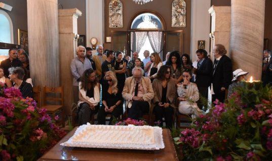 40 μέρες χωρίς τη Ζωή: Συγκίνηση και θλίψη στο μνημόσυνο της Λάσκαρη (εικόνες)