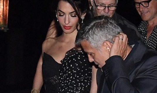 Amal Alamuddin: Ρομαντική βόλτα με τον σύζυγό της, φορώντας ένα φόρεμα 4.259 ευρώ! (εικόνες)