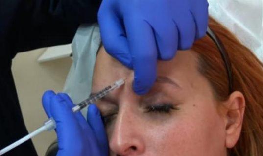 Η Σίσσυ Χρηστίδου κάνει botox μπροστά στην κάμερα! (video)