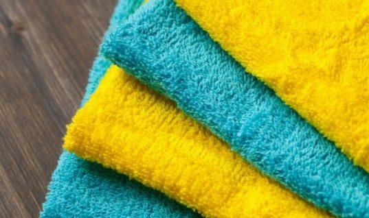 Αυτό είναι το κόλπο για να μην ξεβάφουν οι χρωματιστές πετσέτες!