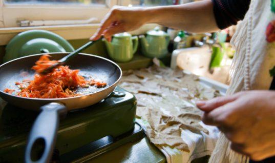 Τα 4 λάθη που κάνετε στο μαγείρεμα και σας παχαίνουν χωρίς να το ξέρετε