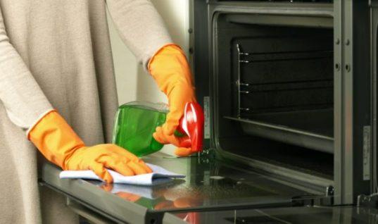 Έτσι θα καθαρίσετε τέλεια ανάμεσα στο διπλό τζάμι του φούρνου!