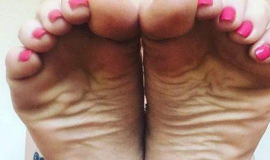 Αυτή η 32χρονη βγάζει 61.000 ευρώ το χρόνο ποστάροντας στο Instagram τις πατούσες της! (εικόνες)
