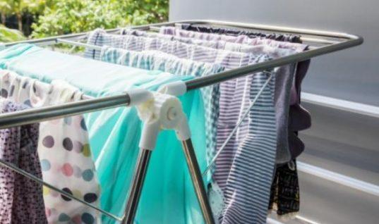 Έτσι θα στεγνώσουν τα ρούχα σας γρηγορότερα τον χειμώνα!