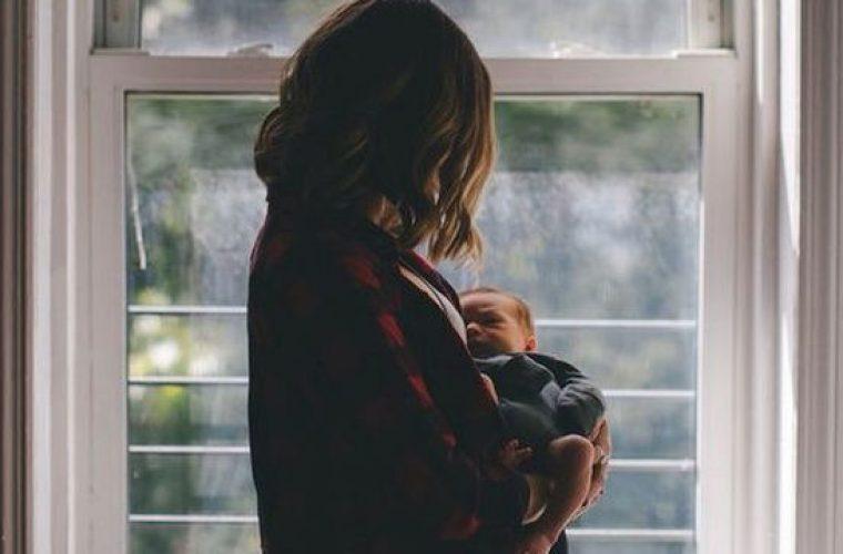 Η επιλόχεια κατάθλιψη συνδέεται με το μήνα που θα γεννήσει η κάθε γυναίκα