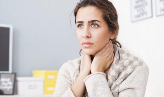 6 τροφές που ανακουφίζουν από τον πονόλαιμο