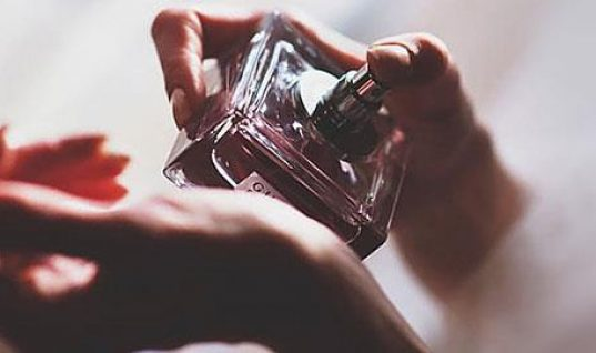 8 μυστικά των γυναικών που μυρίζουν πάντα υπέροχα!
