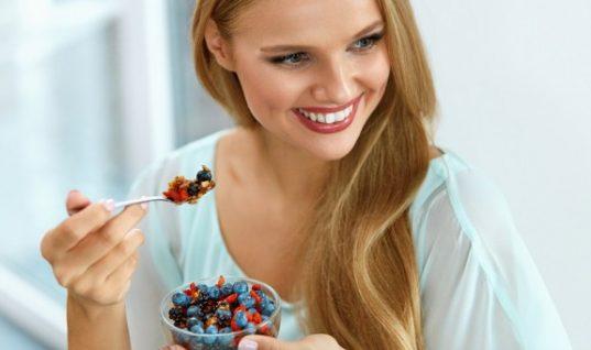 4 τροφές που κάθε γυναίκα θα πρέπει να τρώει καθημερινά!
