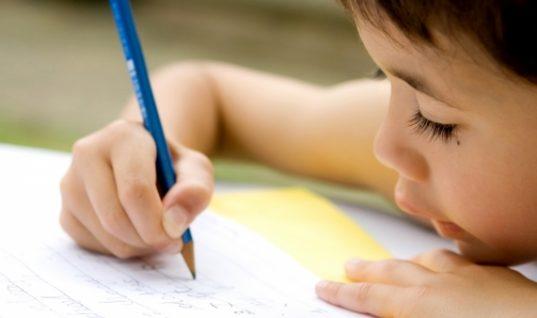 Τέσσερα κόλπα για να βελτιώσετε την ορθογραφία του παιδιού σας