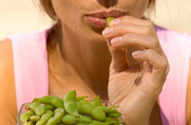 Εμμηνόπαυση: 6 διατροφικές αλλαγές για να μην πάρετε κιλά μετά τα 40