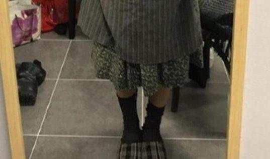 H κυρία με τις παντόφλες είναι η πιο σέξι ηθοποιός της Ελλάδας! (εικόνα)