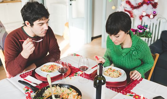 8 κόλπα για να παραμείνεις στα κιλά σου τη γιορτινή περίοδο!