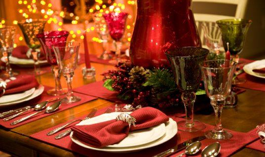 Πώς θα στρώσετε το πιο εντυπωσιακό γιορτινό τραπέζι