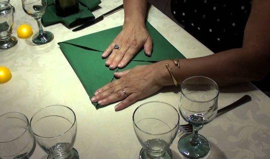 Πως να διπλώσετε τις πετσέτες στο χριστουγεννιάτικο τραπέζι (vid)