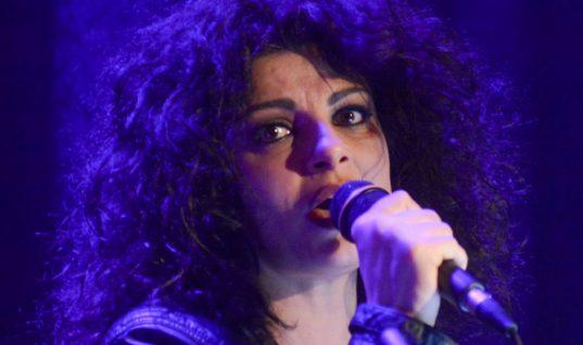 H Tάνια Τρύπη τόλμησε κι έκοψε τα μαλλιά της πολύ κοντά! (εικόνα)