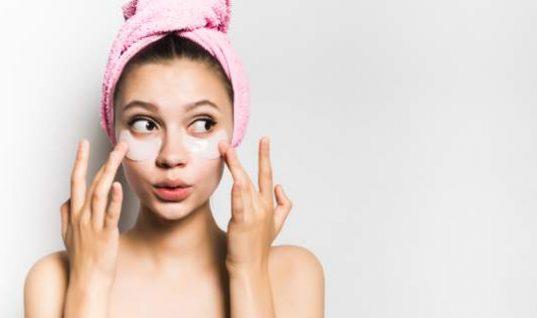 Διώξτε τις ρυτίδες γύρω από τα μάτια με υλικά που έχετε στο σπίτι!