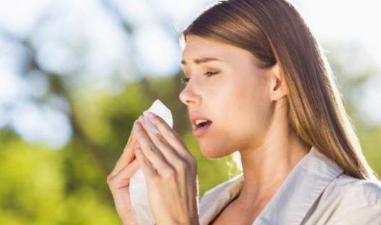 Γιατί δεν πρέπει να καταπνίγετε το φτέρνισμα; Σοβαροί κίνδυνοι
