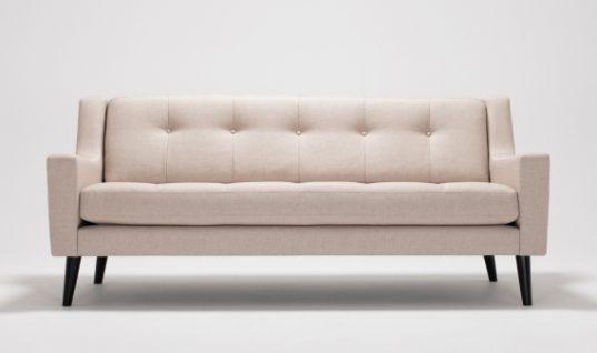 Τρεις συμβουλές για το καθάρισμα του καναπέ