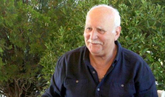 Τρισευτυχισμένος ο Γιώργος Παπαδάκης στην ορκωμοσία του γιου του! (εικόνα)