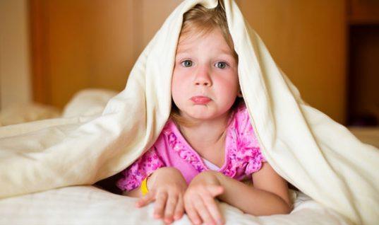 Τι δεν πρέπει να τρώνε τα παιδιά λίγο πριν κοιμηθούν