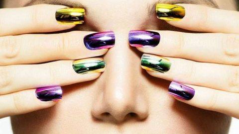 Mirror nails: Το νέο trend στα νύχια που κλέβει τις εντυπώσεις! (εικόνες)