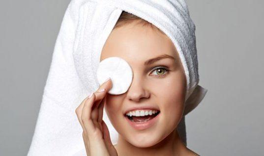 Γιατί πρέπει από σήμερα να καθαρίζεις το πρόσωπο σου με λάδι