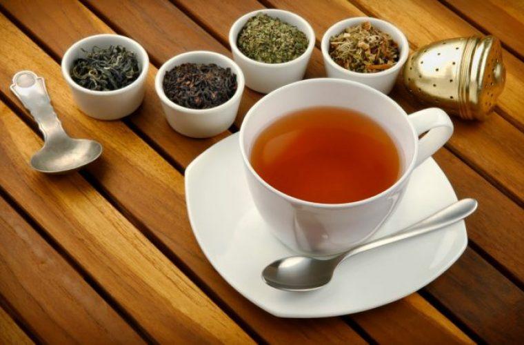 Το καυτό τσάι αυξάνει τον κίνδυνο καρκίνου του οισοφάγου για όσους πίνουν αλκοόλ και καπνίζουν