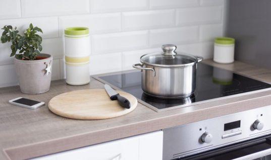 Γιατί πρέπει να βγάζεις φωτογραφία την ηλεκτρική κουζίνα πριν φύγεις για διακοπές