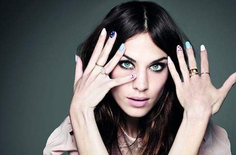 Ολες οι τάσεις για τα νύχια της άνοιξης -Ζωηρά χρώματα, τολμηρά σχέδια! (εικόνες)