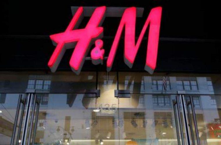 Τεράστιες εκπτώσεις ετοιμάζει η H&M – Έχει απούλητα ρούχα αξίας 4,3 δισ. δολαρίων στις αποθήκες της