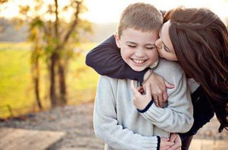 Πώς επιλέγουν οι άνδρες τη μάνα των παιδιών τους