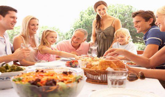 Τα οικογενειακά τραπέζια κάνουν καλό στην υγεία!