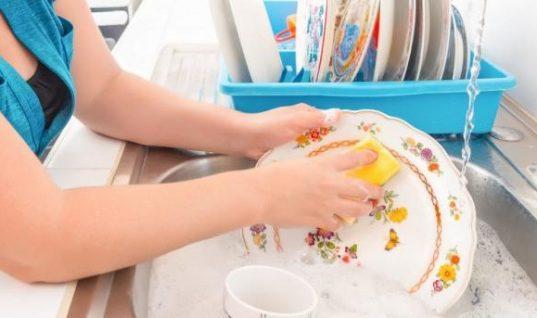 Έτσι θα κάνετε πιο γρήγορο το πλύσιμο των πιάτων!