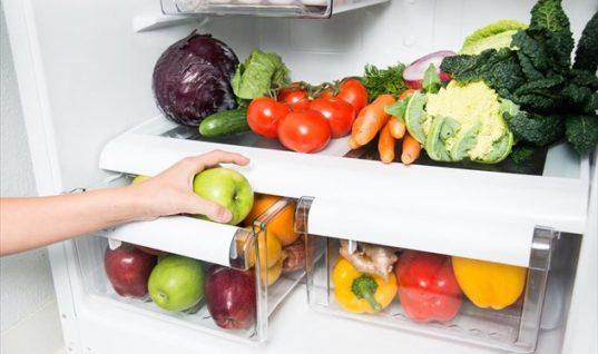 Το κόλπο για να κάνεις τα τρόφιμα στο ψυγείο να μένουν φρέσκα για περισσότερο